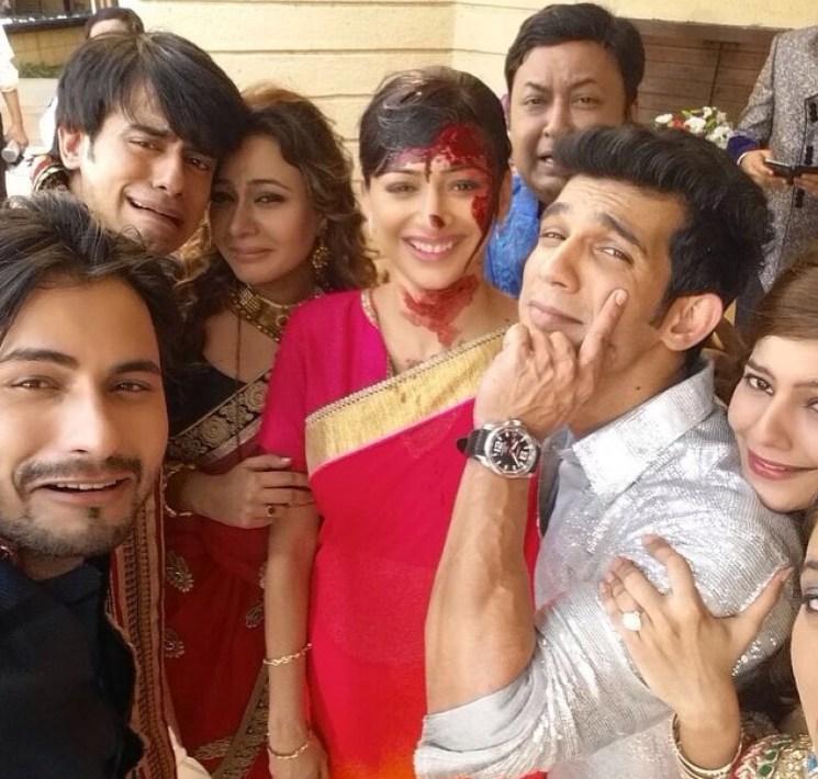 The team of Meri Aashiqui Tumse Hi bids adeui to Falguni ...