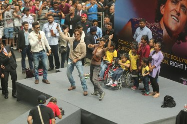 Hrithik Roshan at IIFA 2015 in Malaysia at the Pavalion Mall (3)