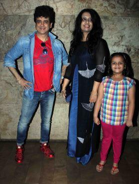 Dr. Palash Sen, Amruta Fadnavis and her daughter (1)