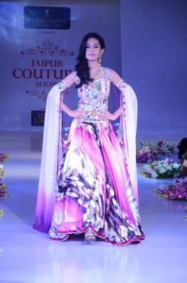 DSC_3020-Bollywood Actress Amrita Rao on Ramp
