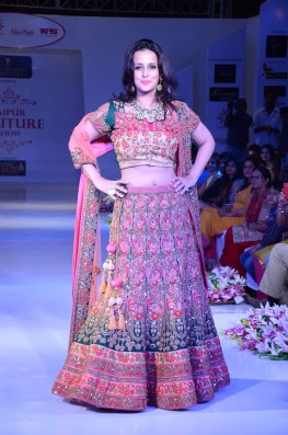 DSC_3133-Bollywood Actress Tulip Joshi walk for Designer Poshaak by Mohit Goyal
