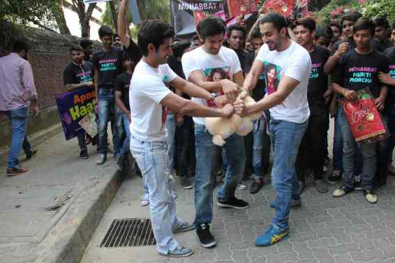 Omkar Kapoor, Kartik Aaryan, Sunny Singh (1)