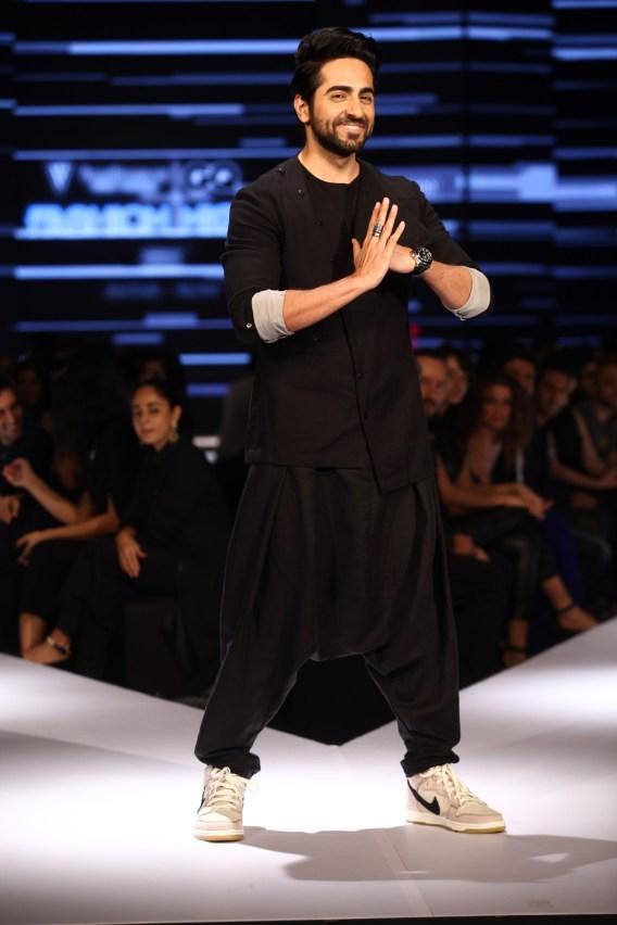 Ayushmann Khurrana in Ujjawal Dubey on Day 2 of Van Heusen + GQ Fashion Nights (1)