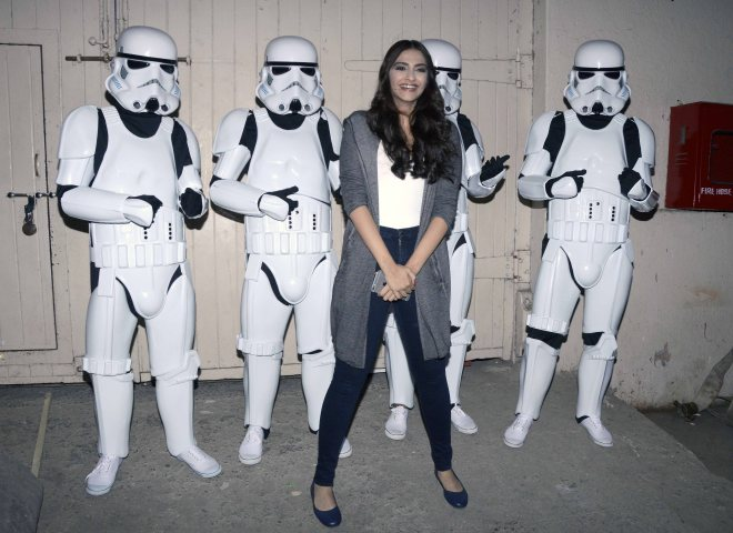 Sonam Kapoor with Stormtroopers (2)