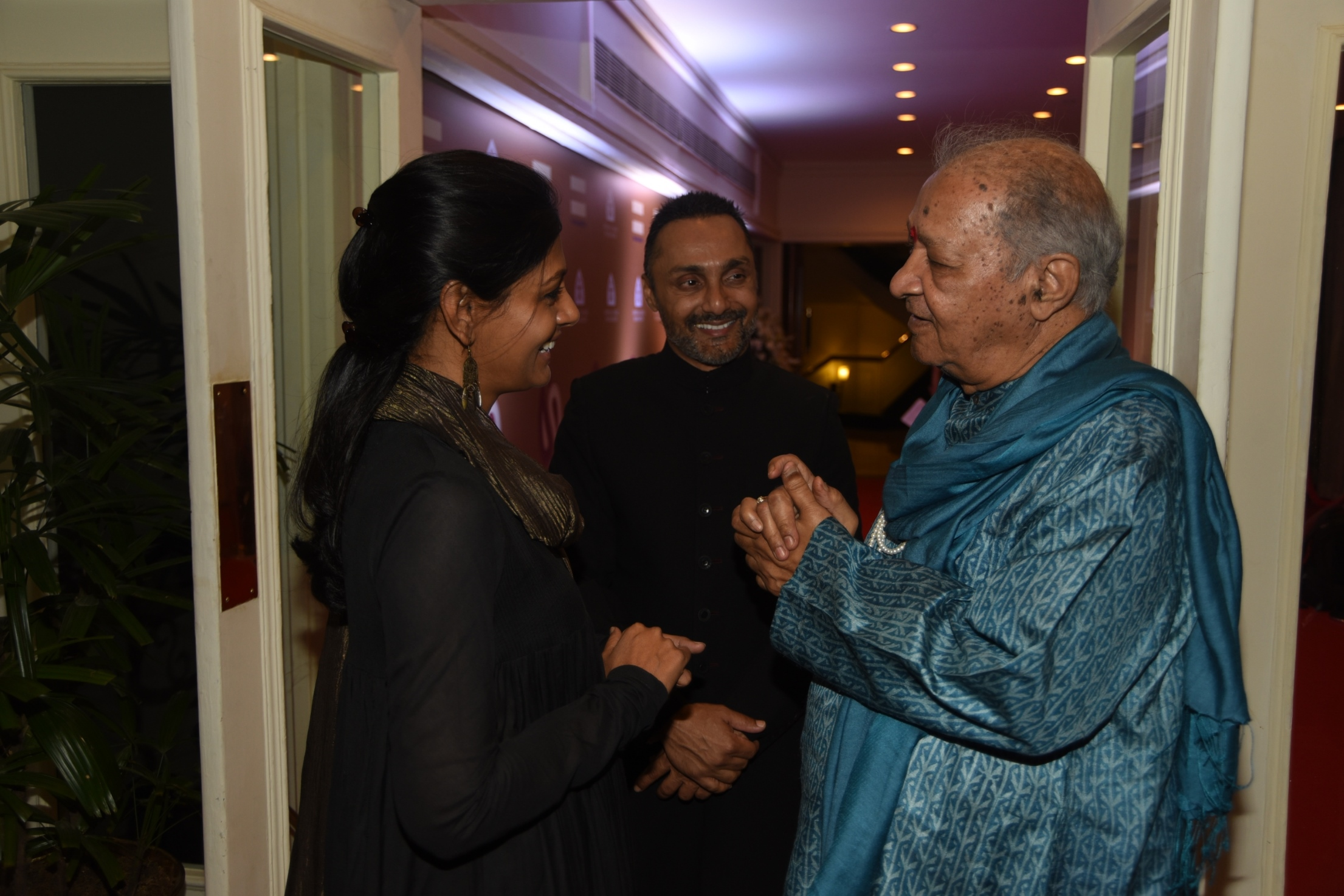 Nandita Das and Pt Hariprasad Chaurasiya chat as Rahul looks on