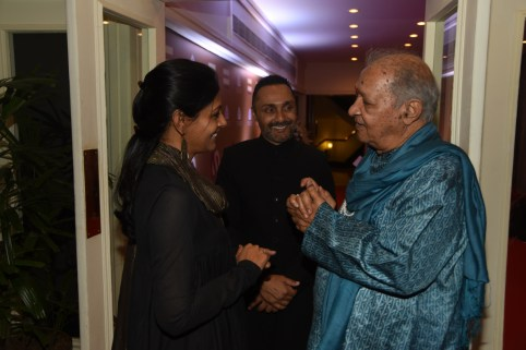 Nandita Das and Pt Hariprasad Chaurasiya chat as Rahul looks on