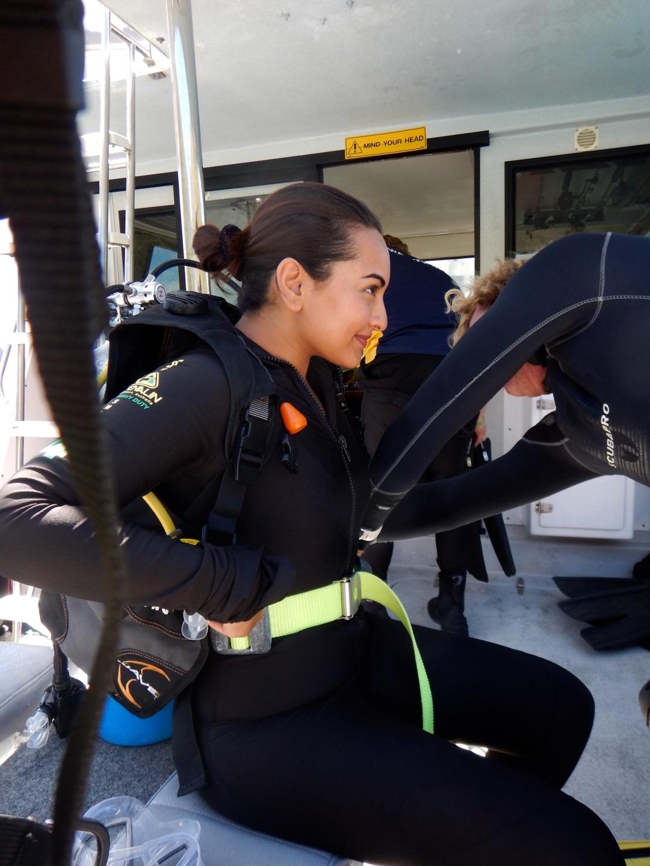 sonakshi sinha goes scuba diving (1)