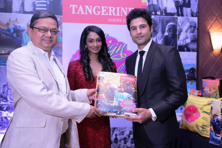 Rajeev Khandelwal signs for a CSR initative by Tangerine to donate bedsheets to oldage homes