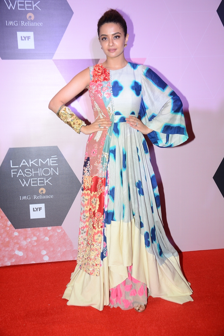 Surveen Chawla muse for Garo by Priyangsu & Sweta at LFW curtain raiser (1)