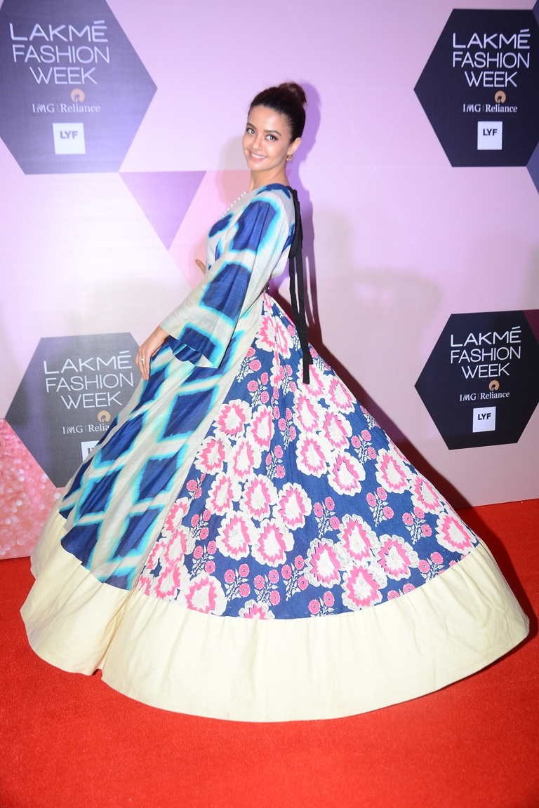 Surveen Chawla wearing Garo by Priyangsu & Sweta at LFW - curtain raiser
