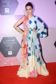 Surveen Chawla wearing Garo by Priyangsy & Sweta at LFW - Curtain raiser