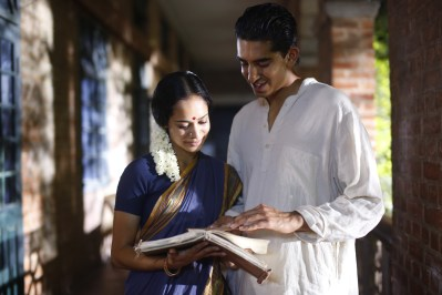 Devika Bhise and Dev Patel in The Man Who Knew Infinity