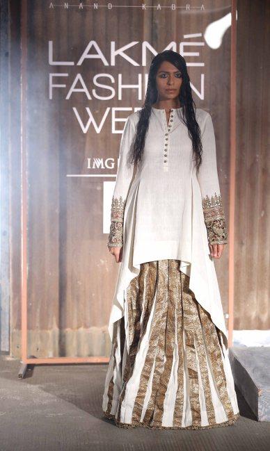 Model walks for Anand Kabra at LFW SR 2016