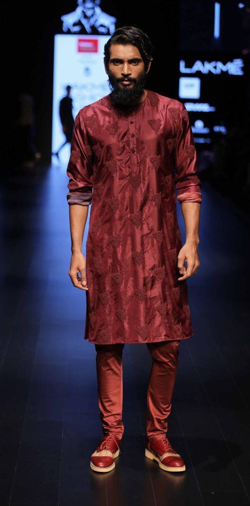 Model walks for Kunal Rawal at LFW SR 2016