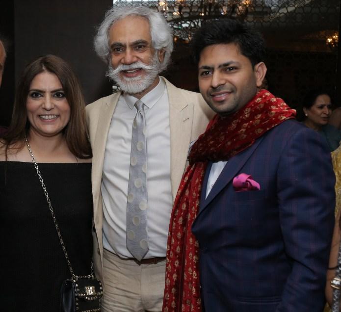 Hosts Designer Reynu Taandon, FDCI President Mr. Sunil Sethi and Jewelery Designer Praveen Goel