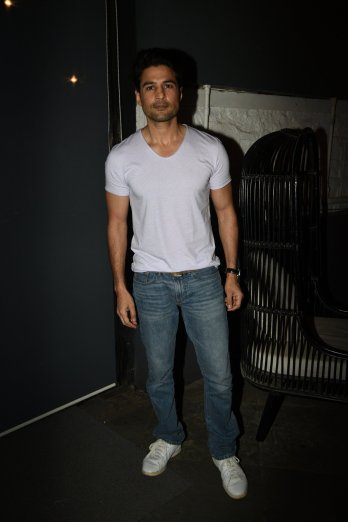Rajeev Khandelwal at the Fever party (1)