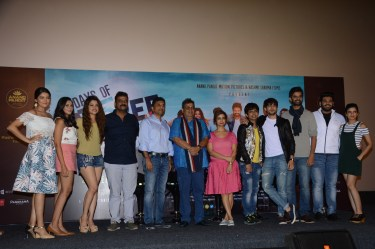 Director Krishnadev Yagnik, Producer Anand Pandit and Rashmi Shama, Cheif Guest Subhash Ghai with the cast of Days of Tafree..