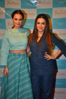 Evelyn Sharma with Designer Jhelum Gopal Dalvi at JFH launch (2)