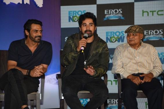 From left to right - Arjun Rampal, Ranvijay Singha and Col. Bull Kumar