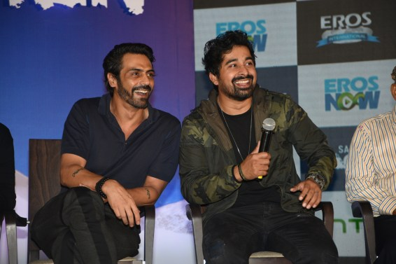 From left to right - Arjun Rampal, Ranvijay Singha