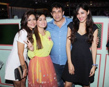 Nazia Hussain, Sana Khan, director Deepak Tijori and Pooja Chopra