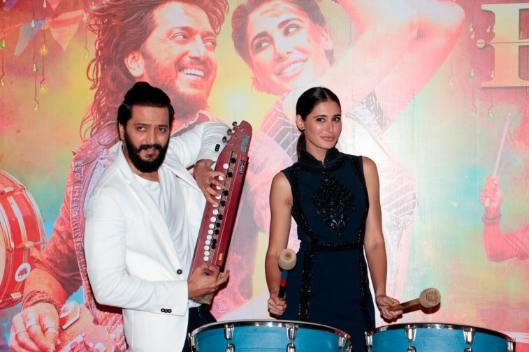 Riteish and Nargis strike a pose with the Banjo