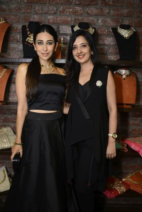 02 Karishma Kapoor with Amy Billimoria @ Amy Billimoria House of Designer & Zevadhi Jewels Festive Collection launch soiree