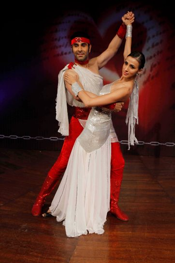 sandip-soparrkar-performing-with-alesia-raut-at-ncpa1