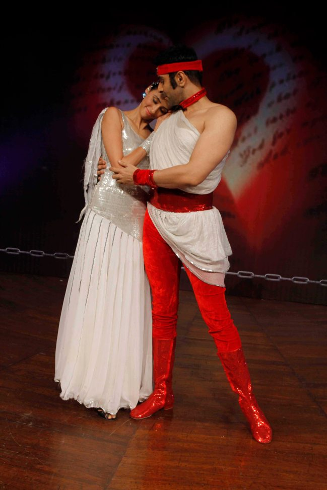 sandip-soparrkar-performing-with-alesia-raut-at-ncpa2