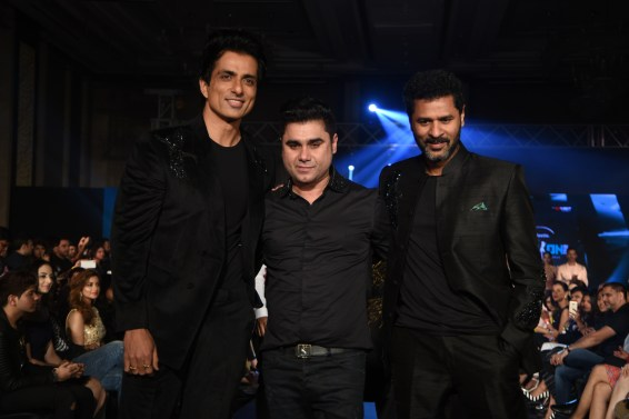 sonu-sood-and-prabhudeva-along-with-designer-rajat-tangri-tech-fashion-tour-2016
