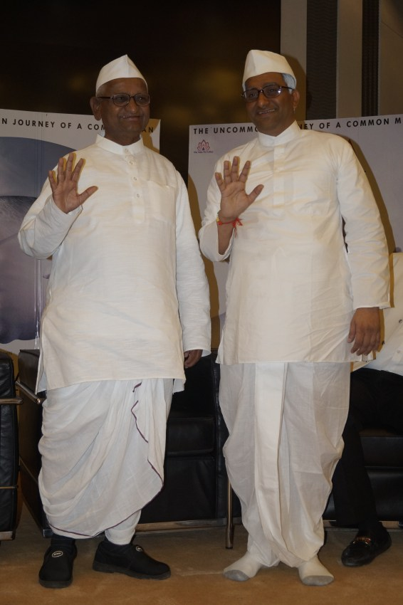 real-anna-hazare-and-reel-annaji-shashank-udapurkar