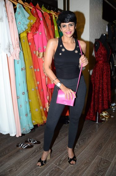 02-mandira-bedi-for-designer-rajat-tangri-for-an-exclusive-preview-atosakhar