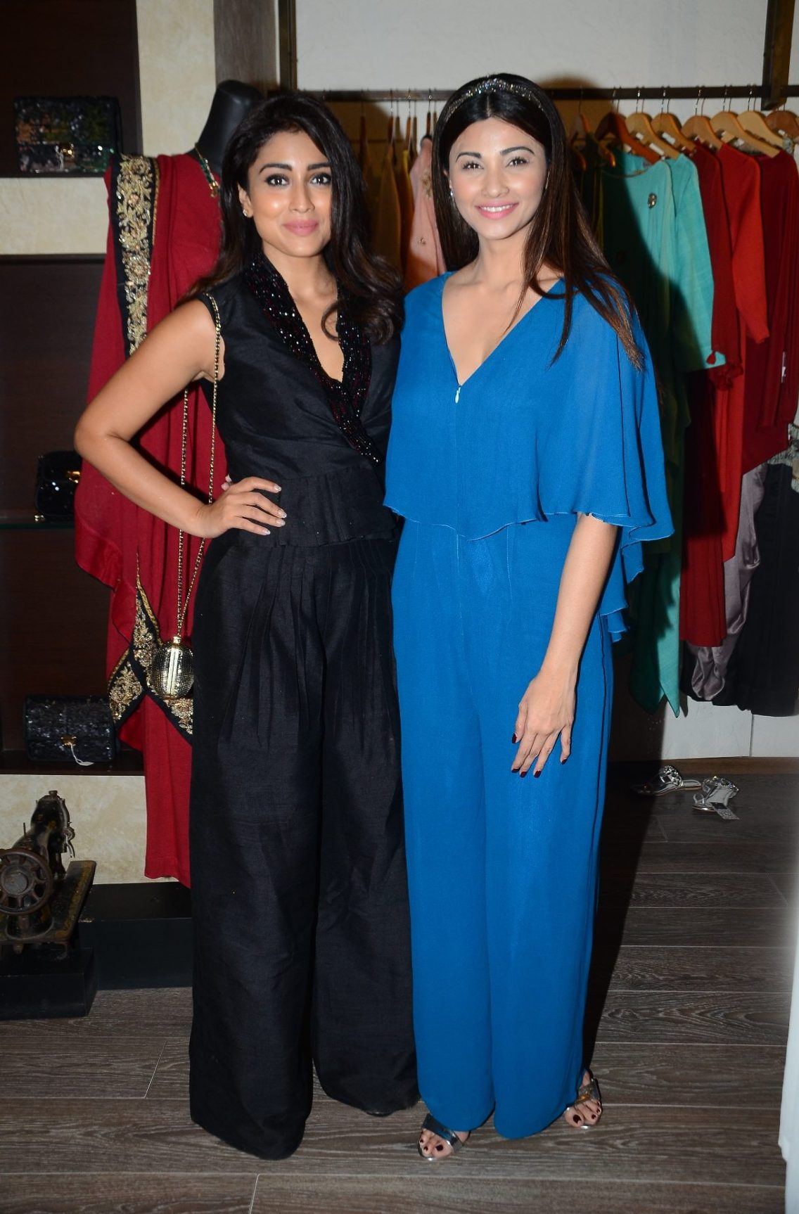 03-shriya-saran-daisy-shah-for-designer-rajat-tangri-for-an-exclusive-preview-atosakhar