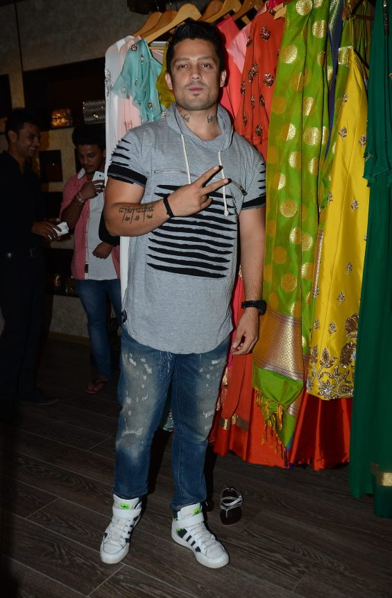 08-siddharth-bhardwaj-for-designer-rajat-tangri-for-an-exclusive-preview-atosakhar