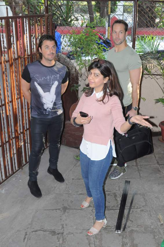 axwell-entering-sel-studio-with-tanaaz-bhatia