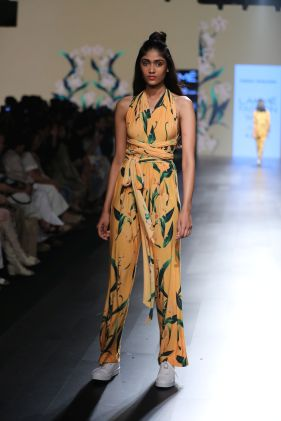03-model-for-farah-sanjana-lfw-sr-2017
