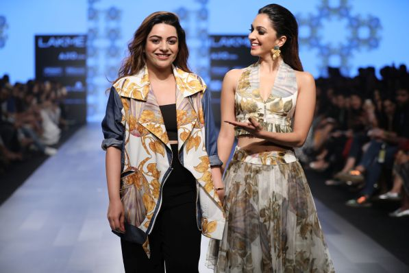 farah-sanjana-and-kiara-advani-lfw-sr-2017