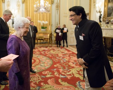 shiamak-davar-meeting-queen-elizabeth-ii-at-the-buckingham-palace-4
