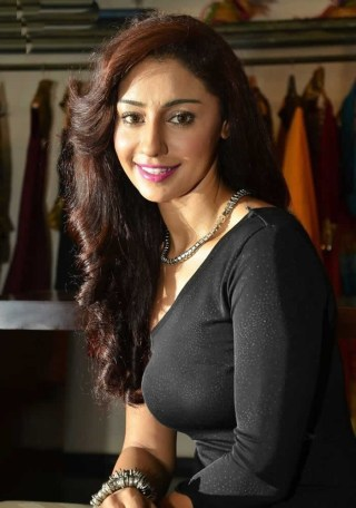 Actress-Mahek-Chahal-Photos-700x998