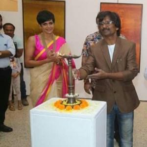 Mandira Bedi inaugurated artist Ramesh Thorat's Cosmic Visionary (5)