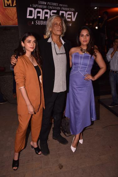 Sudhir Mishra with Aditi Rao Hydari and Richa Chadha at the Premiere of DaasDev
