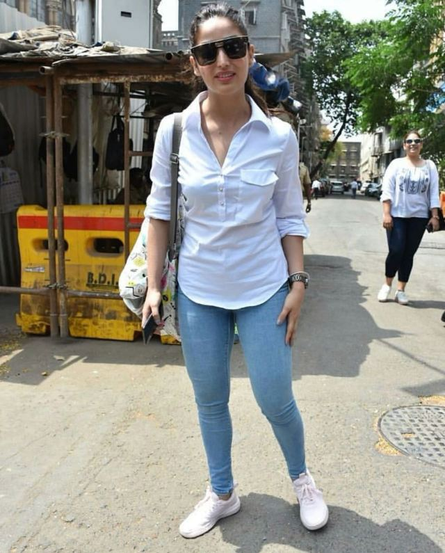 Yami Gautam at Bombay High Court (1)