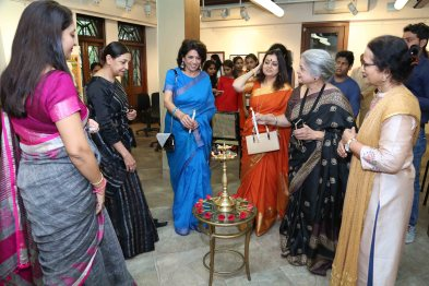 "Deepti Naval inaugurates Vimala Nandakumar's Art Exhibition ""The Girl -Sarva-shakti-Mayi""4"