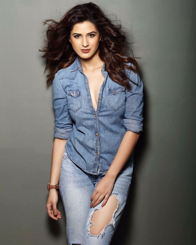 Punjabi Star Isha Rikhi To Debut In Remo D'Souza's Nawabzaade