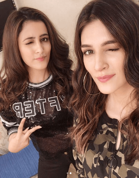 kriti sanon shoots with sister nupur sanon for a commercial urban