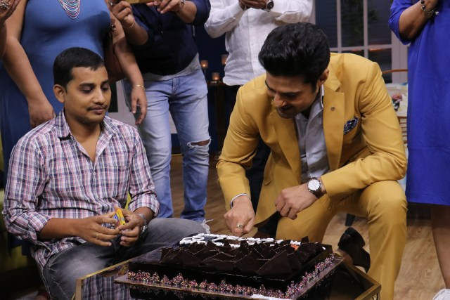 Rajeev Khandelwal cuts a cake on the last day of JuzzBaatt