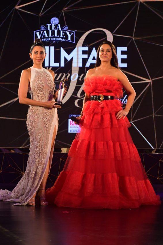 Preity Zinta presenting the award to karisma Kapoor