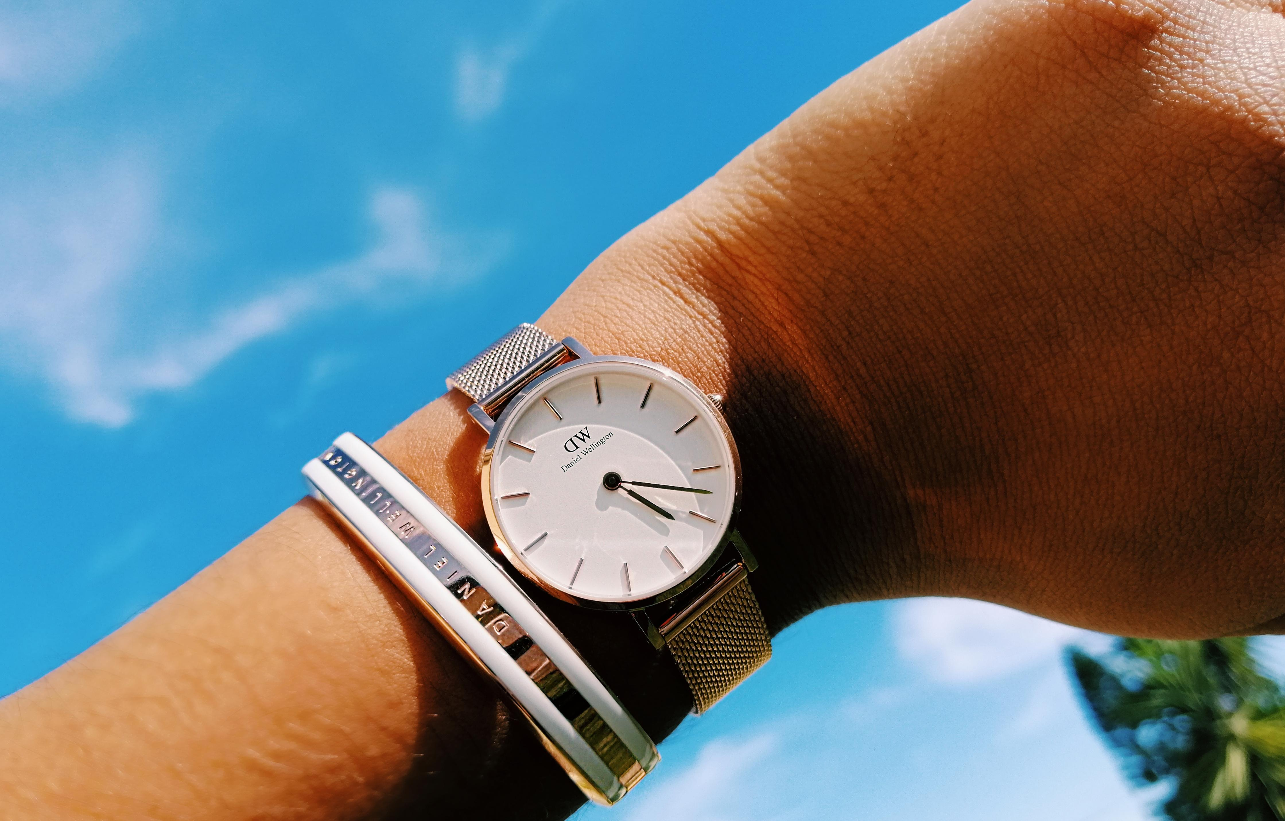 check serial number of daniel wellington watch