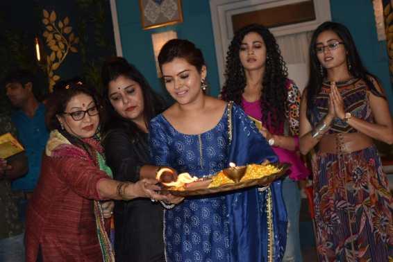 Swati Chitnis- Kshitee Jog- Shilpa Raizada- Kaveri Priyam- Rhea Sharma