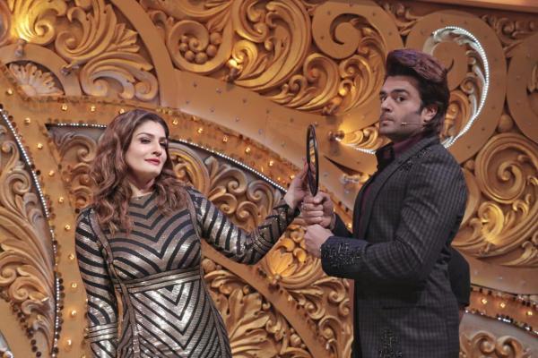 Maniesh Paul and Raveena Tandon